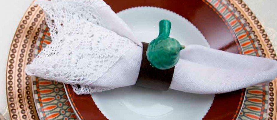 Porta guardanapos na mesa posta: 18 ideias para te inspirar