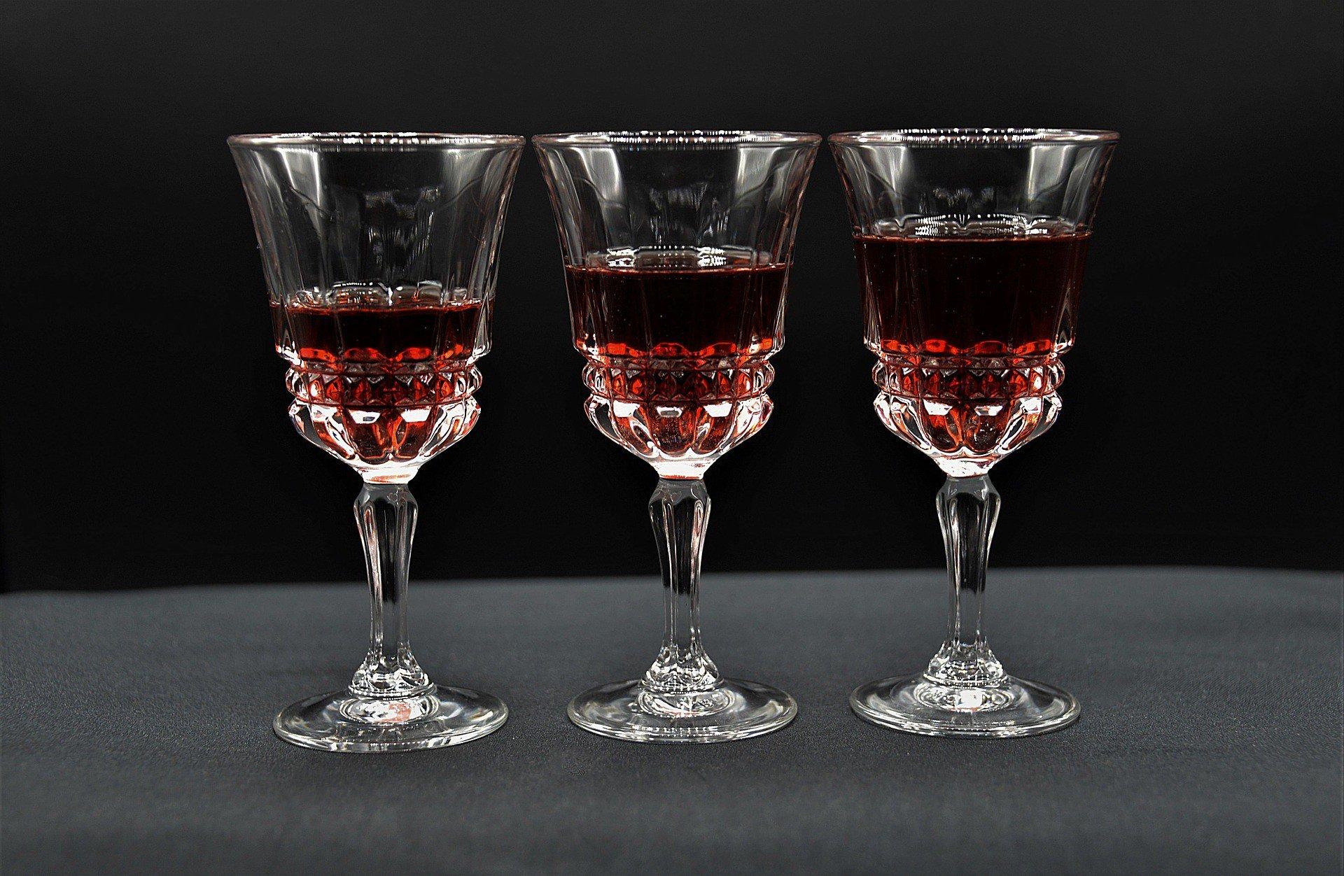 liqueur glasses 3859242 1920