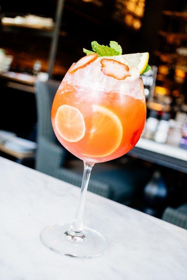 cocktail de frutas de maracuja e morangos 1203 9252 1