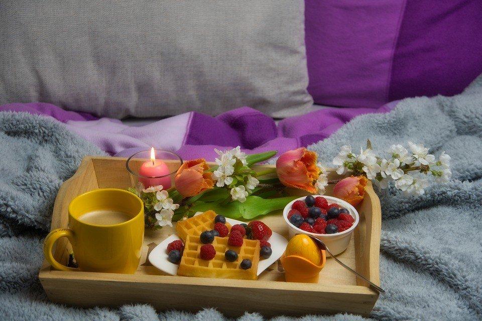 breakfast in bed 5006403 960 720