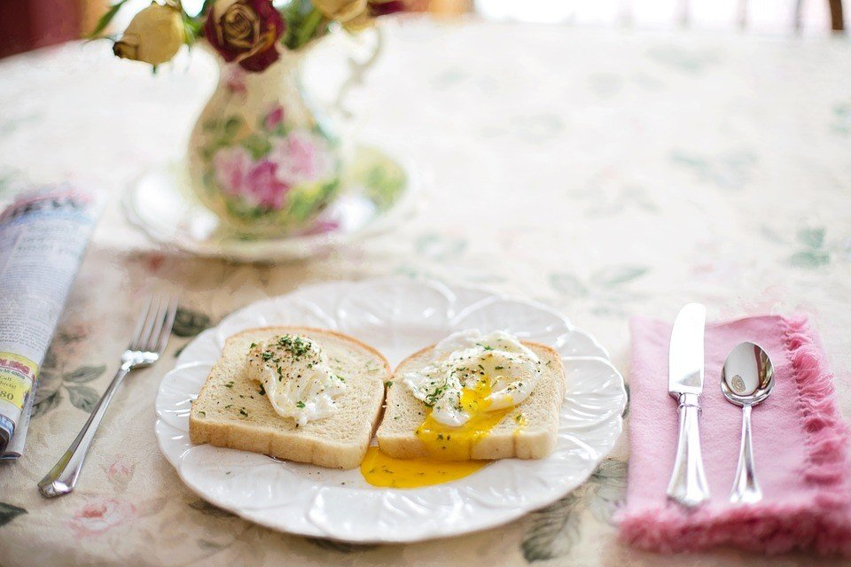 poached eggs on toast 739401 960 720