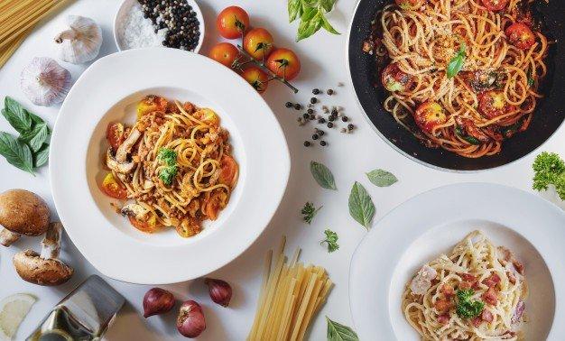 comida italiana macarrao a bolonhesa molho de tomate e carbonara com ingredientes frescos 123766 246
