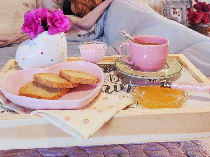 bandeja para cafe da manha de madeira com pe 25x40cm stolf good morning casa cafe e mel
